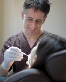 Consultation avec le dentiste pour vos soins dentaires à l'étranger