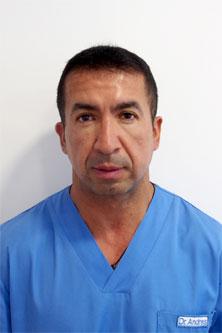 Dr Andres - Dentiste spécialisé dans le traitement de patients du tourisme dentaire Espagne
